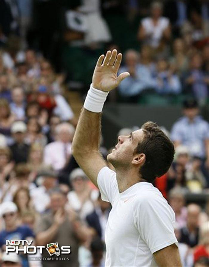 Juan Martin del Potro moved into the third round with a 6-2, 7-6 (7), 6-3 victory over Jesse Levine of Canada.