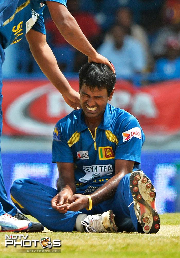 Sri Lanka suffered a big blow as Nuwan Kulasekara split his webbing while attempting a catch. Kula has been ruled out of the remainder of the tournament.