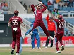 Photo : Tri-series: Chris Gayle slams ton as West Indies crush Sri Lanka in opener