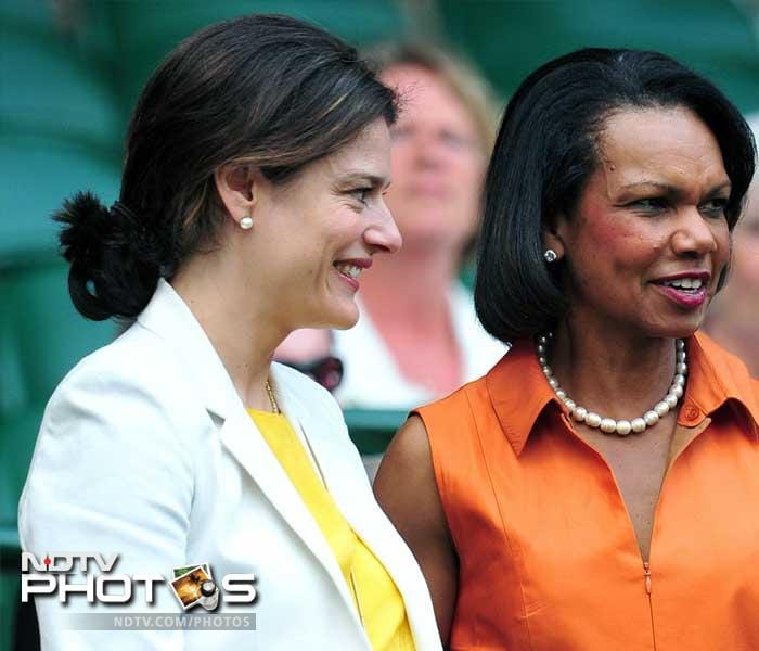 (L-R) Miriam Gonzalez Durantez, wife of British deputy Prime minister Nick Clegg and Condoleezza Rice, former US Secretary of State attended the women's final. (AFP PHOTO)