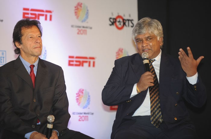 Arjuna Ranatunga speaks as Imran Khan looks on during the ICC Cricket World Cup 2011 press conference and display of the World Cup 2011 trophy in New Delhi. (AFP Photo)