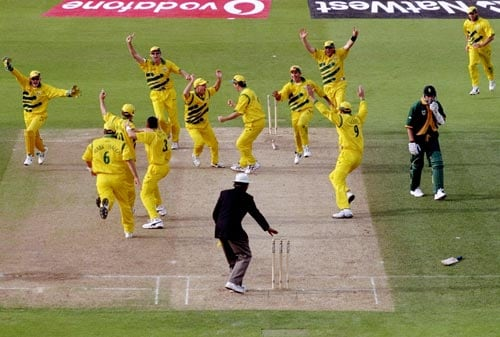 In 1999 World Cup Australia drew South Africa in a low scoring thriller. The Proteas won the toss, put the opposition in, bowled well to restrict them to 213 but failed to script perfection eventually. Despite Shaun Pollock's 5 wicket spell, it was Shane Warne's early breakthrough in the second innings that took the match to its inconclusive yet thrilling finish. (Getty Images)