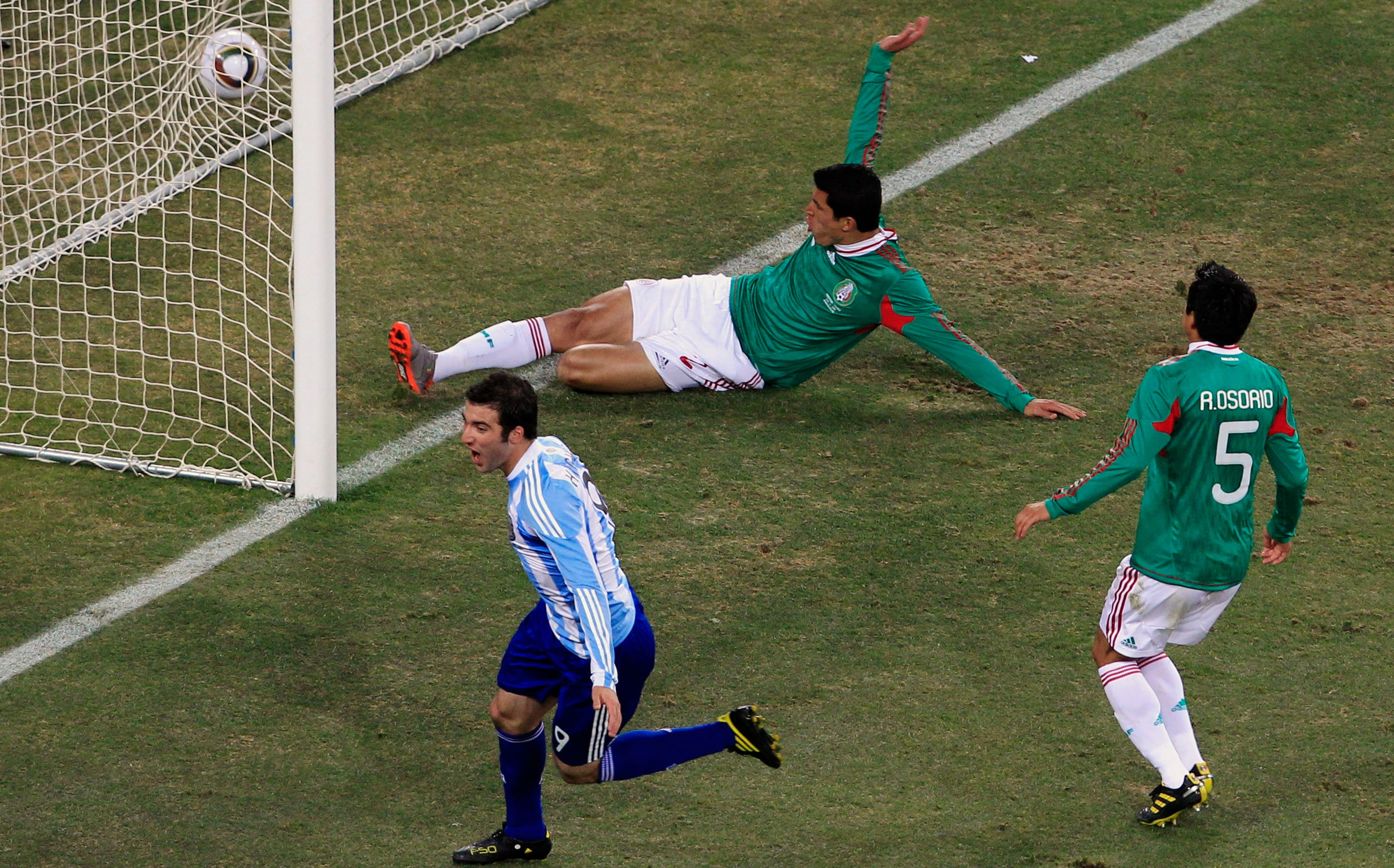 Having gone a goal behind after a disputable goal scored by Carlos Tevez (who was certainly in an off-side position), the Mexicans not only lost their cool but also their bearings.<br><br> Defender Osario gifted the 'Albiceleste', a second when his attempted juggle went badly wrong and fell straight in the path of an advancing Higuain who then rounded off the keeper to slot home.