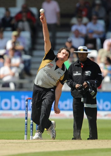 New Zealand bowler Kyle Mills bowls against Ireland during the Super 8 stage of the ICC World Twenty20 match at Trent Bridge in Nottingham. (AFP Photo)