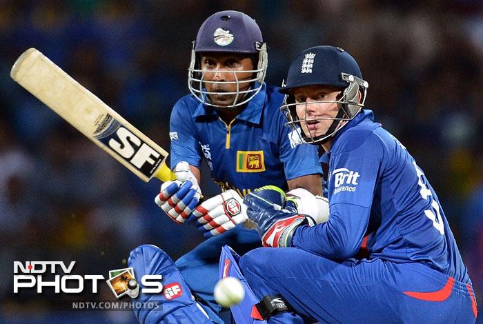 Put in to bat, the Lankans got off to a good start with Mahela Jayawardena hit 42 from 38 and was looking good for a big score.