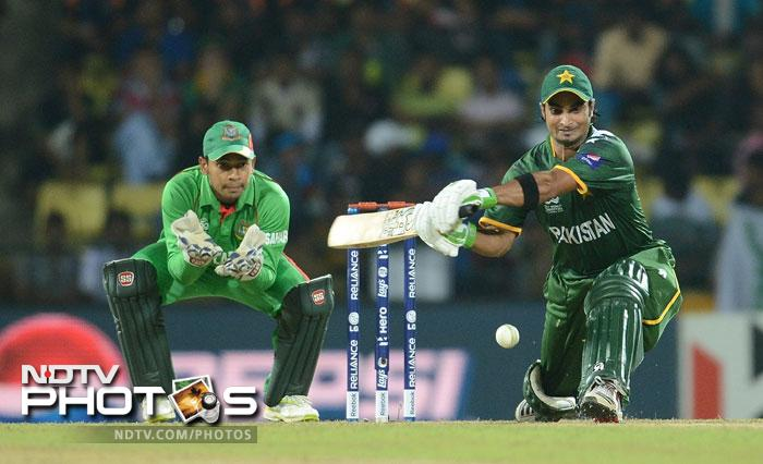 Imran Nazir unleashed a vicious onslaught on the Bangladeshi bowlers as Pakistan looked to finish things off quickly. He hit them all over the park scoring 72 from 36 with 9 fours and 3 sixes leaving the opposition clueless as to what to do.