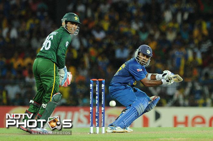 Opting to bat first, skipper Mahela Jayawardena provided the start for Sri Lanka scoring 42 from 36 balls that included 7 hits to the fence.