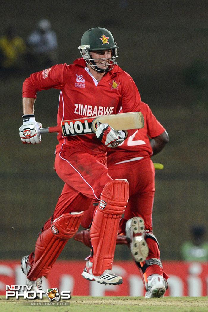 Craig Ervine played a lone hand, hitting 37 from 40 balls that included 4 boundaries. While he was there, Zimbabwe seemed to have some hope of keeping the South Africans at bay.