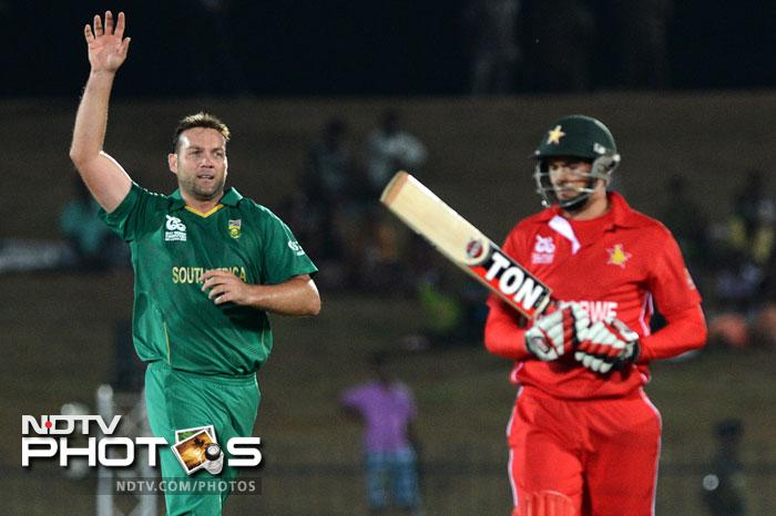 But Jacques Kallis displayed his class once again as he chipped in with four wickets and Zimbabwe could not get a partnership together and the run rate went down even more. In the end Zimbabwe could only muster 93/8 off their 20 overs.