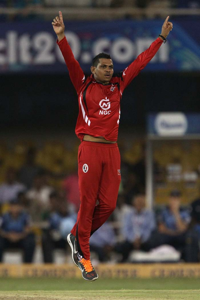 Sunil Narine struck at a critical point to put Titans under extreme pressure.