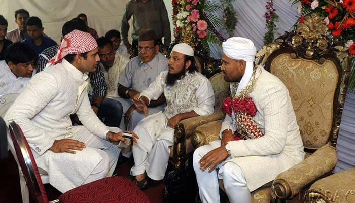 Yusuf Pathan And His Wife Yusuf Pathan ties the ...