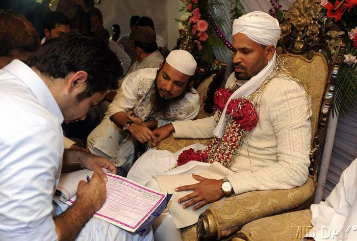 The explosive batsman got engaged at a very private ceremony at his farmhouse in Nadiad, 60 kms from Vadodara on March 25 last year. (Photo credit: Mid-Day.Com)