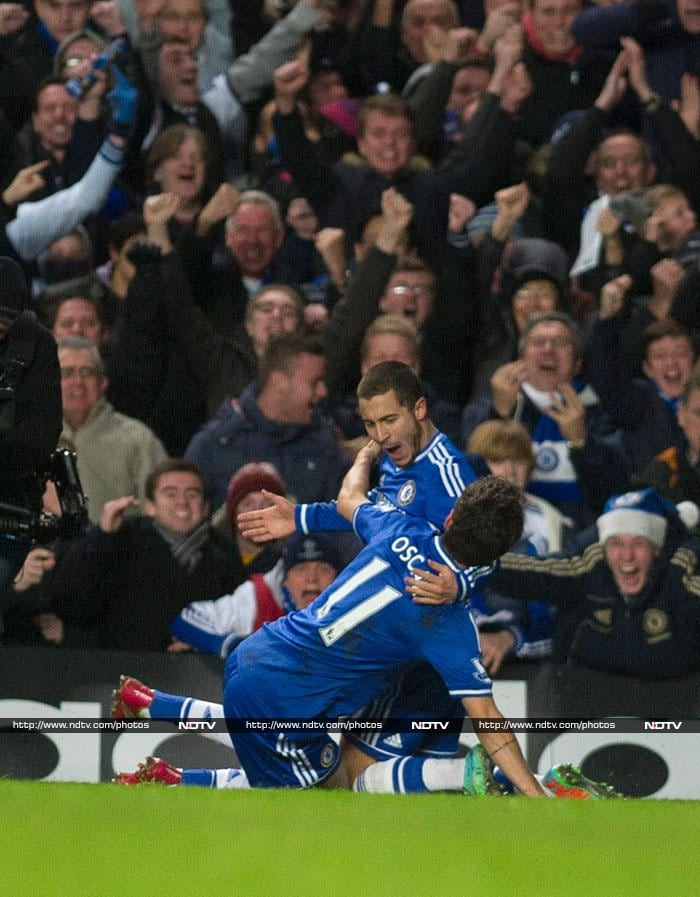 Arsenal go to top of table, Chelsea beat Liverpool