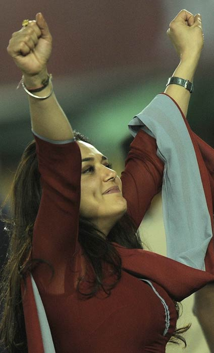 For the match against Chennai in Mohali, Zinta made sure her attire was all 'Punjabi'.