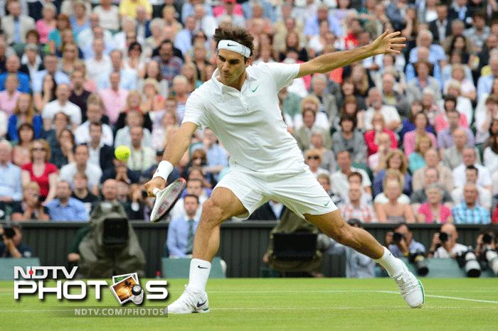 Roger displayed the class that made him six time Wimbledon Champion in the third set to win 6-4 and Djokovic was clearly under pressure.
