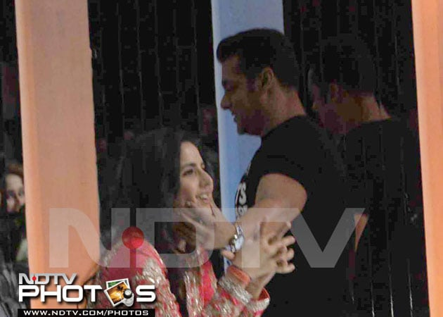 salkat5 634807062977982445 When Salman Khan couldnt keep his hands off Katrina Kaif
