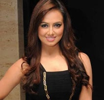 Actress Sana Khan, charged with attempted kidnapping, goes absconding