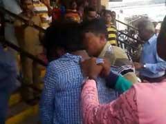 मुंबई : दादर स्टेशन पर चोर समझकर कर दी जमकर पिटाई, लेकिन मामला निकला कुछ और...!