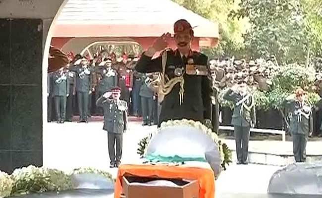 सियाचिन के जांबाज लांस नायक हनुमंतप्पा को रक्षा मंत्री, सेना प्रमुखों, राहुल गांधी ने दी श्रद्धांजलि