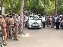 VK Sasikala Charged With Kidnapping By MLA Who 'Escaped In Bermuda Shorts'