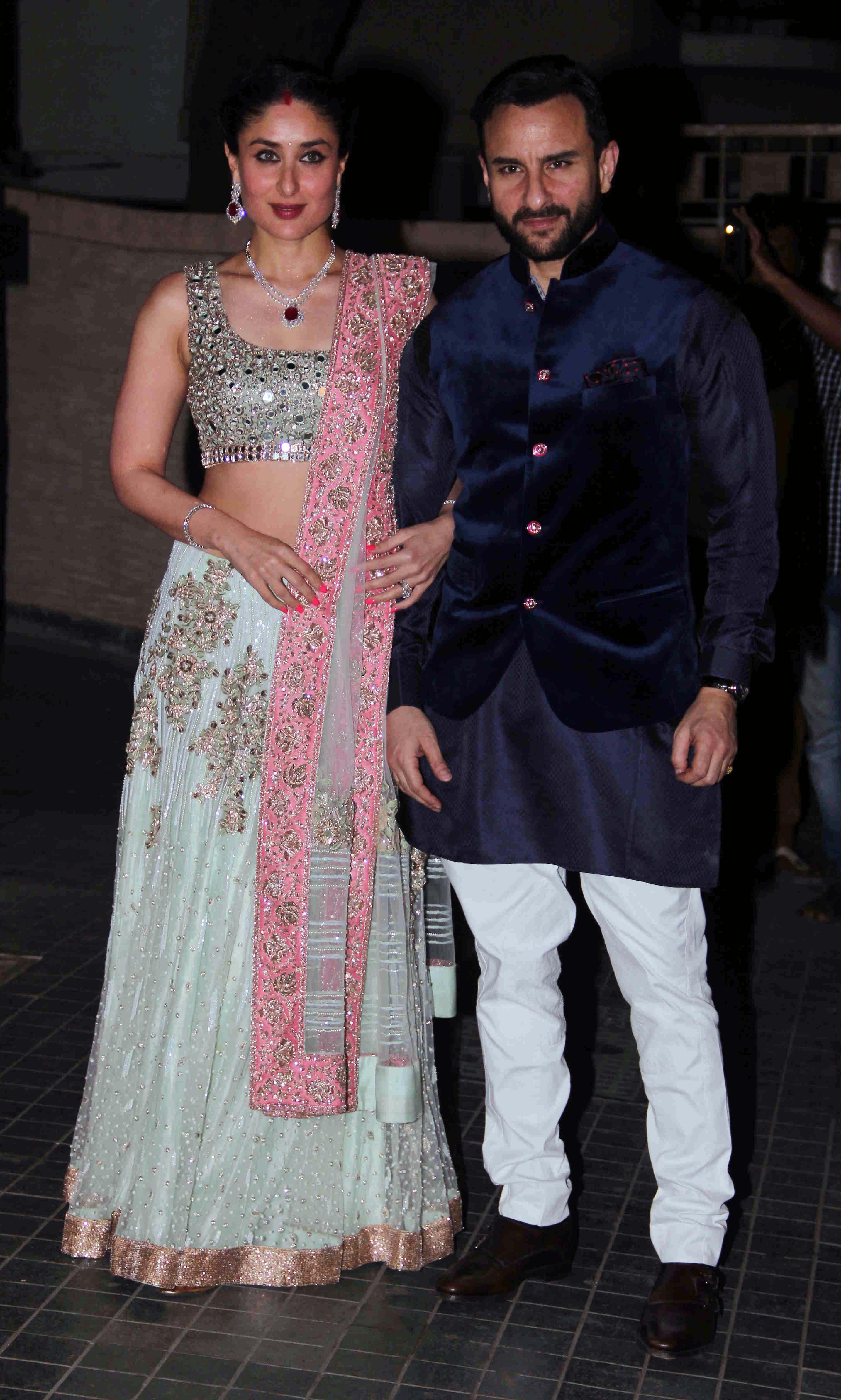 Karisma, Malaika at Kareena-Saif\'s Nawabi Daawat For Soha - NDTV Movies