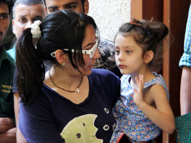 Sanjay Dutt Goes Back to Jail, Family says Goodbye - NDTV Movies