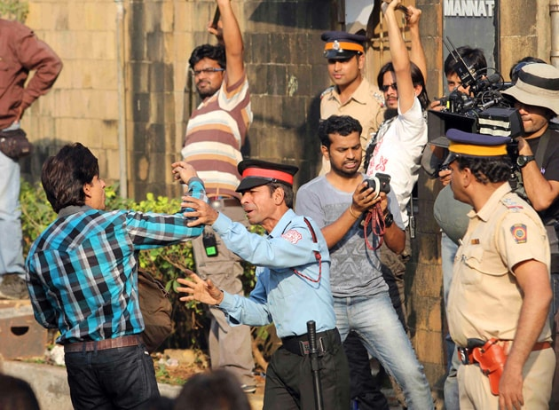 Shah Rukh Khan, No Entry: When Superstar Was Kept Out of His Own Home ...