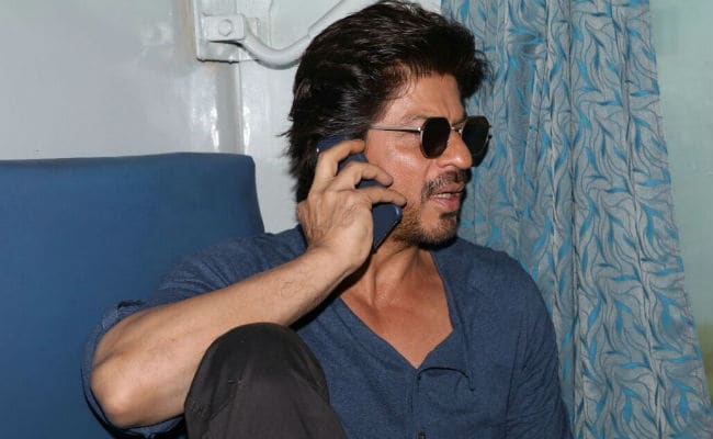 Shah Rukh Khan's Train Journey: All Aboard, Except For AbRam. Guess Who SRK Is Missing