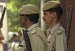 Delhi  Rape Mein Naakaam Aaropi Ne Ladki Ke Halak Mein Ghusaaya Sariya