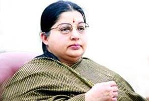 Jayalalita Mantrimandal Mein Ferabadal, 3 Baahar, 3 Shaamil