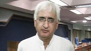 Video : Don't know who Anna means in 'gang of four' accusation, says Khurshid