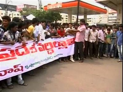 Video : Telangana tussle: United Andhra Pradesh supporters step up protests