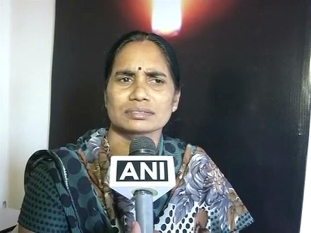 Video : Rape is not a 'mistake': Delhi braveheart's parents deplore Mulayam's shocker