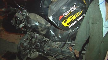 Video : Pizza Hut delivery boy run over by speeding college student in Delhi