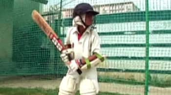 Video : A boy who travels 150 km to play cricket