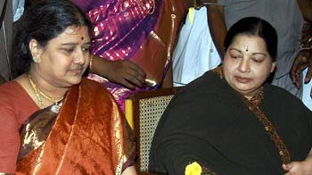 Video : Jayalalithaa expels companion Sasikala from AIADMK