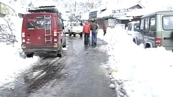 Video : Cold wave: Kashmir blacked out, snowfall in Pathankot after 40 years