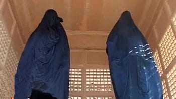 Video : 'Operation cover-up' of Mayawati statues divides many