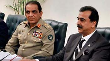 Video : Pakistan government isolated against army, courts