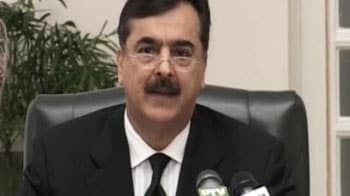 Video : Contempt of court notice for Gilani, summoned to court on Thursday