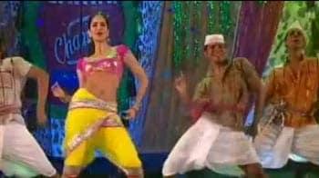 Video : Katrina, Priyanka perform at Screen Awards