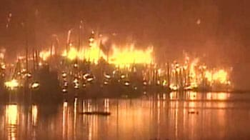 Video : Over 100 shanties gutted in fire at Kolkata slum