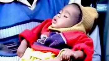 Videos : ट्रेन में मिली छह महीने की बच्ची