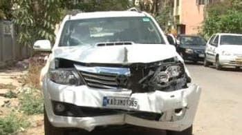 Video : SUV drives onto pavement, kills man; Bangalore driver is missing