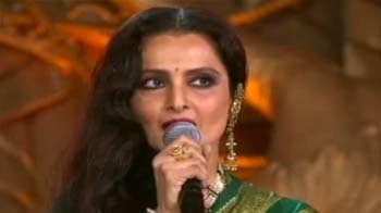 Rekha sings at music awards