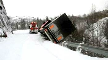 Video : Lorry plunges off cliff taking tow truck with it