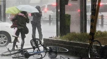 Video : Japan lashed by typhoon, over 500 flights cancelled
