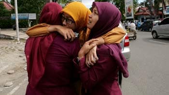 Video : Indonesia issues tsunami warning after 8.6 magnitude quake