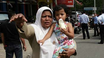 Video : Indonesia quake triggers panic and chaos