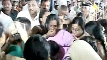 Video : Woman beaten by cops after trying to disrupt Sonia's rally in Karnataka